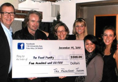 Winning team with their big check donation for the Locate and Donate SmartHunt®