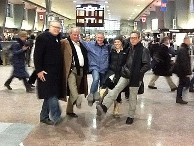 Picture of team hugging in an airport during a City SmartHunt
