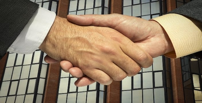 businessman-shake-hands-linkedin